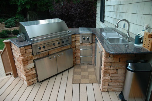 Outdoor kitchen kits for Small backyard outdoor kitchen