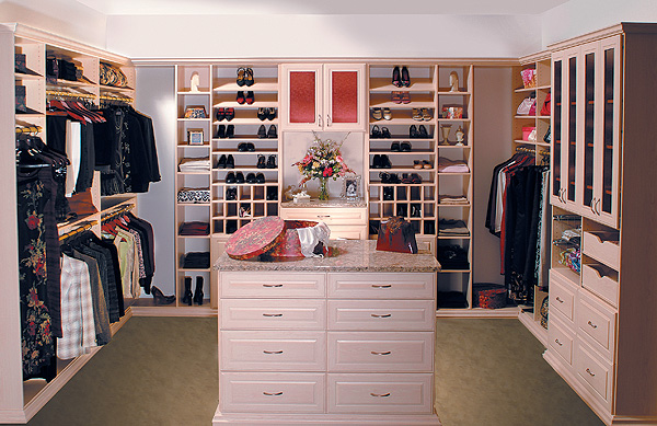 Walk in closet design plan your work kris allen daily for Walk in wardrobe design