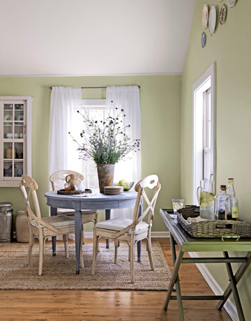 Small dining room ideas make it look bigger kris allen for Decorate a small dining room