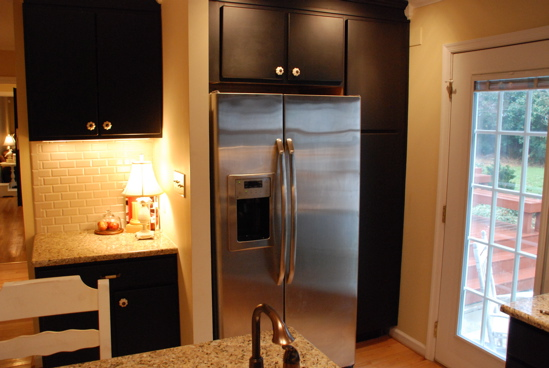 Painted kitchen cabinets black for Painting kitchen cabinets black