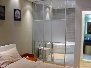 small contemporary bathrooms