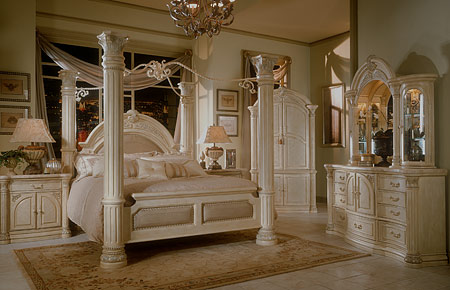 Modern bedroom sets to replace your old victorian style for Elegant canopy bedroom sets
