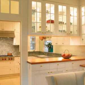 Use glass cabinets to store the crystal