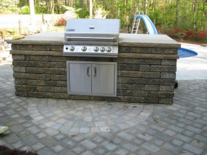 https://www.krisallendaily.com/wp-content/uploads/2011/09/outdoor-kitchen-kits2-300x225.jpg