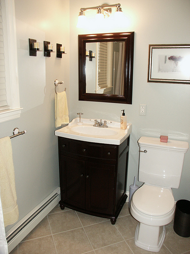 Simple And Easy Tips For Doing Up Your Bathroom: Simple Bathroom Designs For Everyone