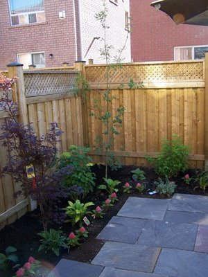 Simple backyard landscaping deal with your small backyard for Very small backyard ideas
